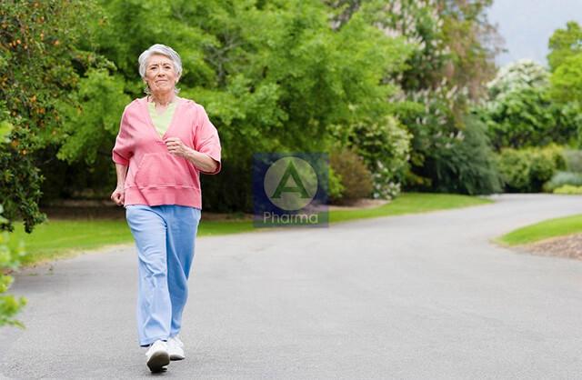 Đi bộ khi sử dụng thuốc Cilzec 20Mg bổ trợ chữa cao huyết áp