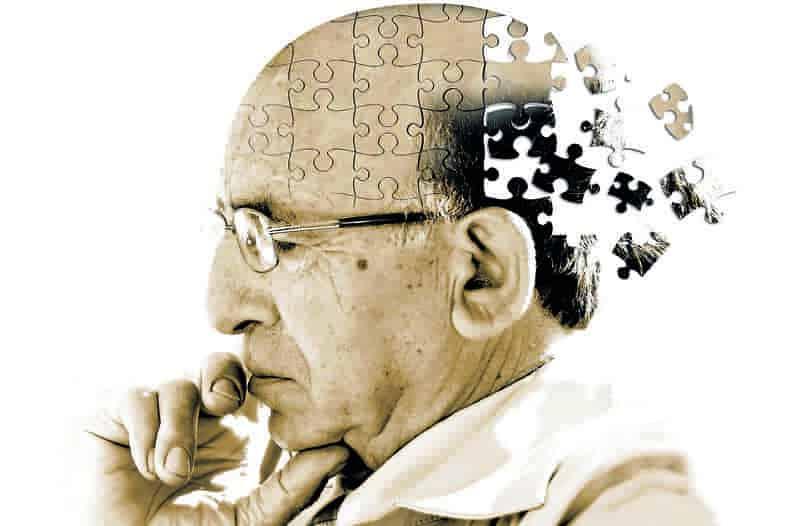 Alzheimer là chứng bệnh mất trí nhớ vô cùng nguy hiểm thường gặp ở người lớn tuổi