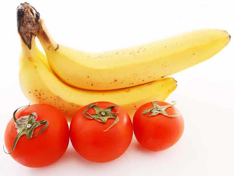 Ăn cà chua và chuối tốt cho bệnh viêm khớp
