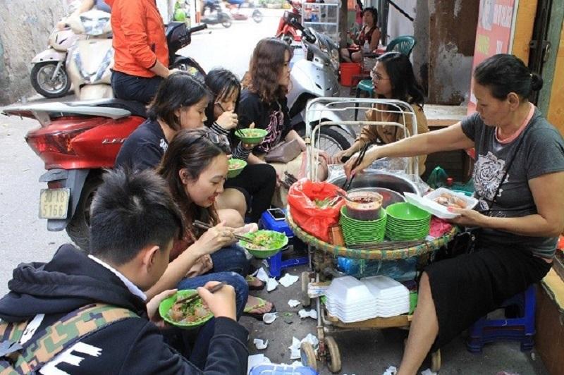 Hạn chế ăn thực phẩm và đồ uống được bán ngoài vỉa hè