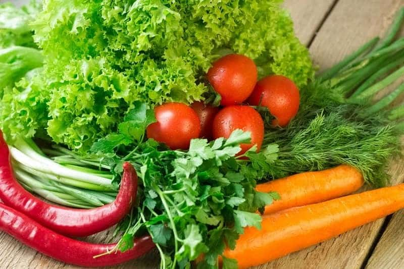 Thực đơn của mẹ cần nhiều rau xanh để tăng cường sức khỏe và đề kháng