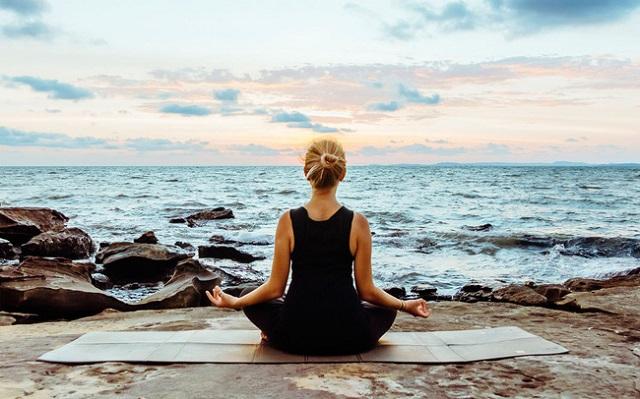 Tập luyện các bài tập thiền kết hợp hít sâu để giảm căng thẳng trong cuộc sống hạn chế nguy cơ mắc các bệnh khác nhau.