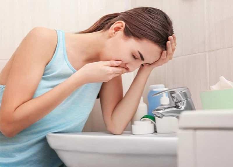 Thân giã nát, gạn lấy nước, dùng uống sau mỗi vài phút có thể gây nôn.