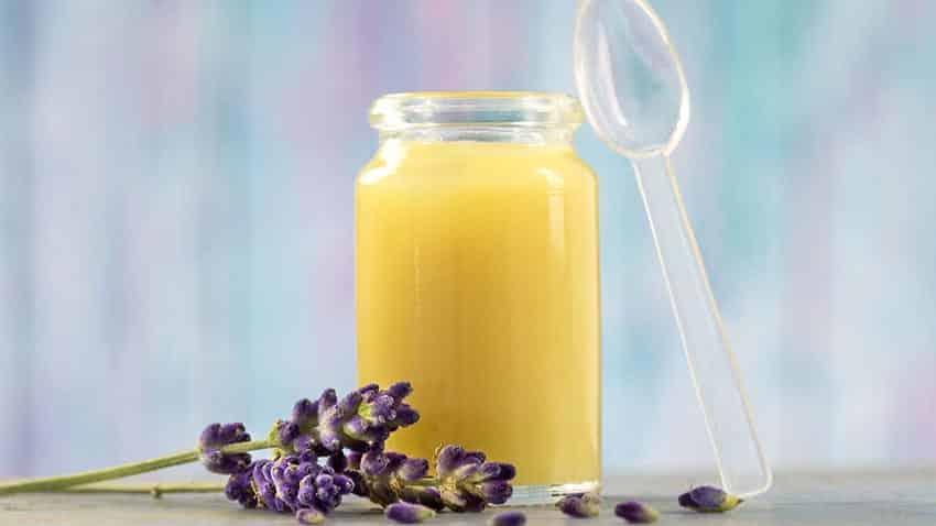 Điều trị triệu chứng mãn kinh bằng sữa ong chúa tươi