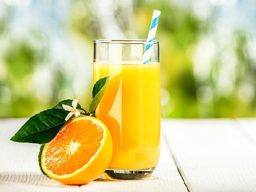 Cần bổ sung nước cam tươi đối với người bệnh bị sỏi thận