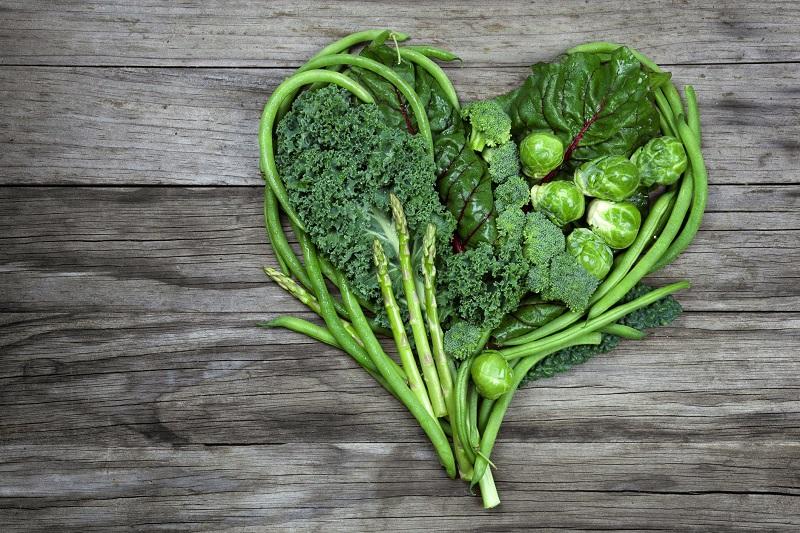Xây dựng chế độ ăn uống khoa học, ăn nhiều rau xanh và hạn chế ăn mặn