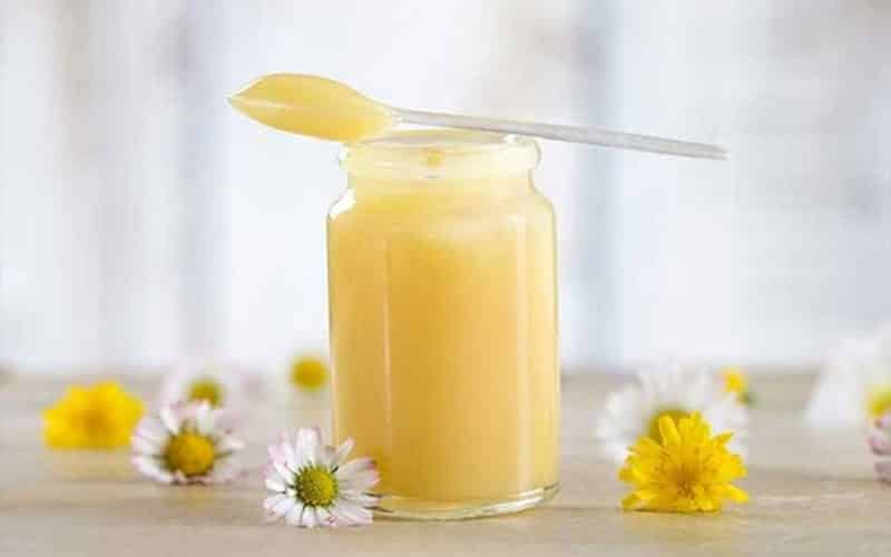 Làm đẹp bằng sữa ong chúa