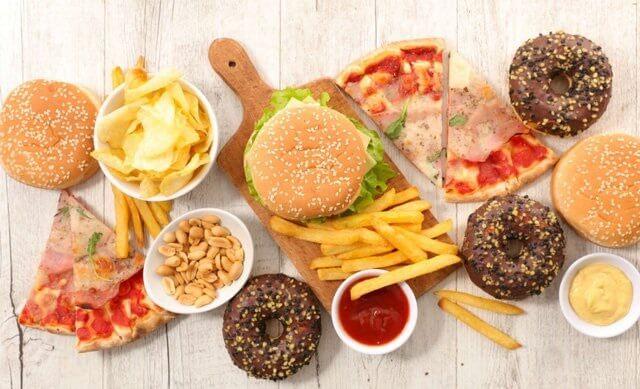 Người mắc chứng huyết áp cao nên hạn chế ăn những thức ăn có nhiều chất béo