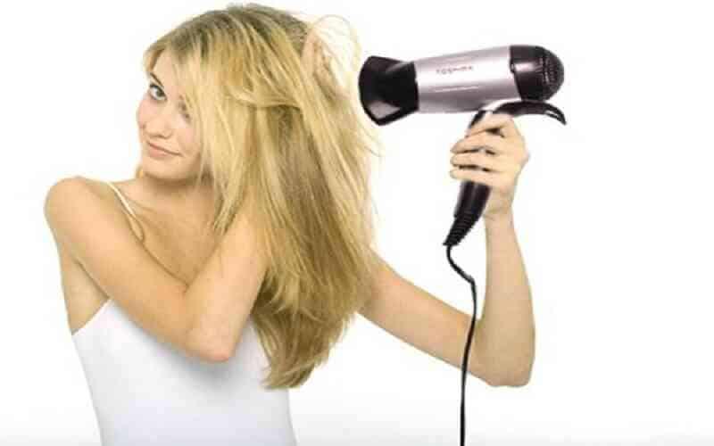 Sấy khô khiến tóc yếu, dễ rụng