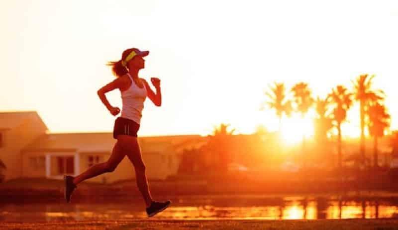 Duy trì thói quen sinh hoạt lành mạnh, tập thể dục thể thao thường xuyên để cải thiện sức khỏe và trí não
