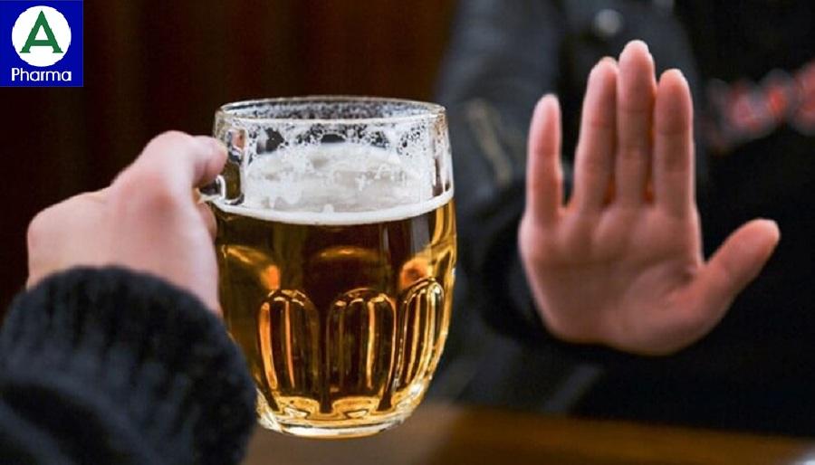 Người bị trào ngược không nên uống rượu, bia.