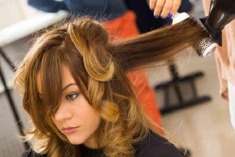 Tạo kiểu tóc thường xuyên khiến tóc rụng