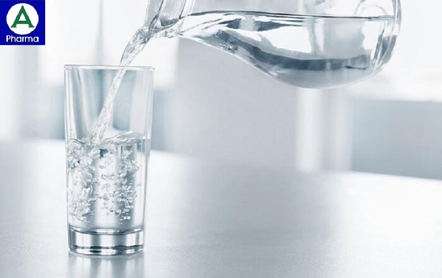 Uống nhiều nước giúp cung cấp độ ẩm cho da
