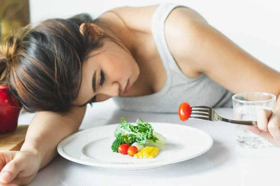 Chán ăn là một trong những triệu chứng của cơ thể suy nhược